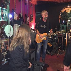 hanspeter an der gitarre